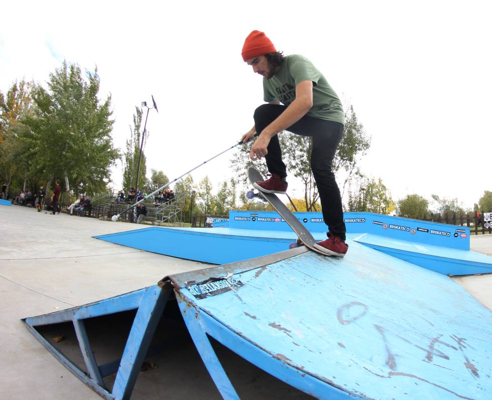 Spanish skater gets real followers and likes Instagram